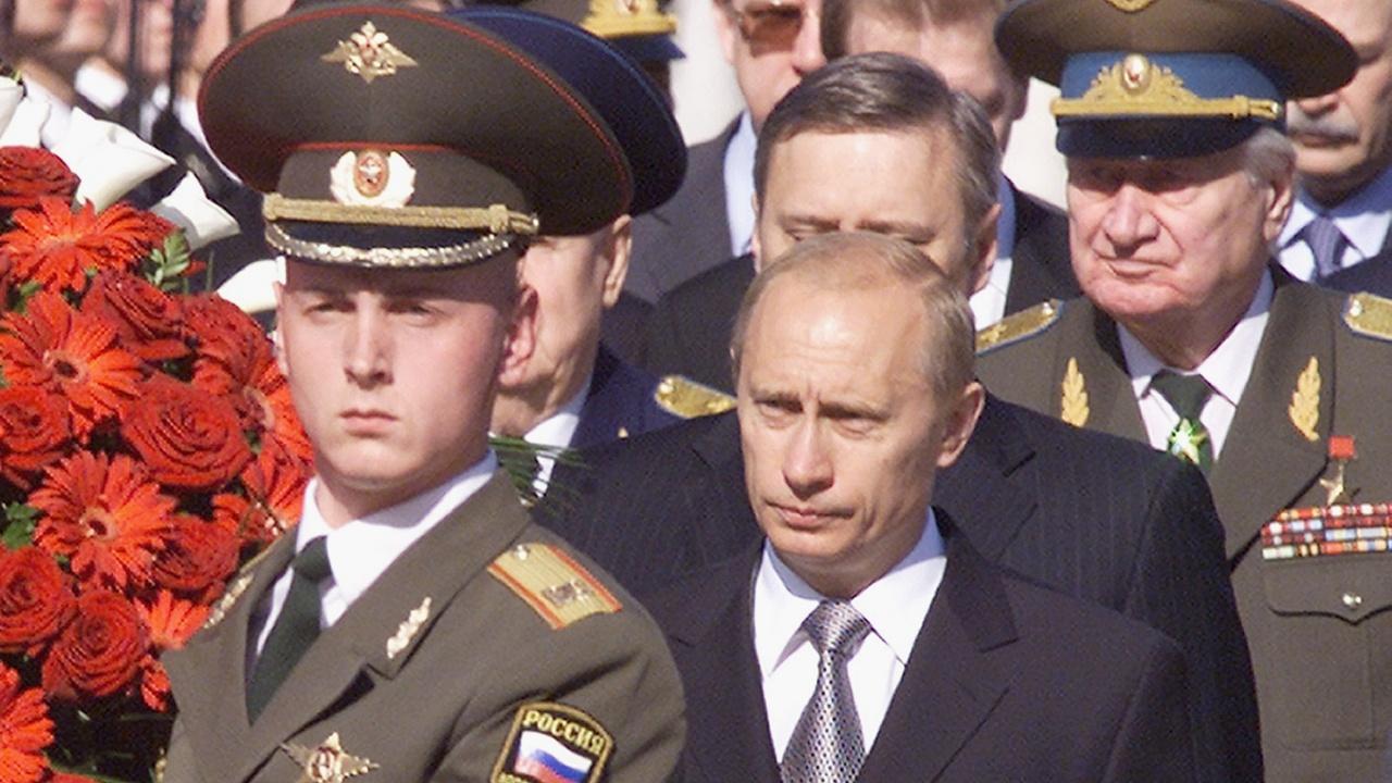 Путин положи венец на Паметника на Незнайния воин в Москва