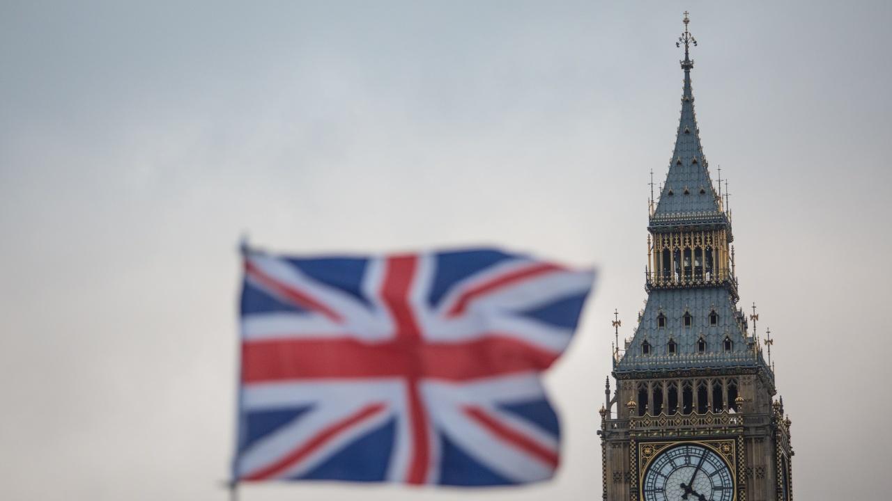 Около милион чуждестранни работници са напуснали Великобритания през 2020 г.