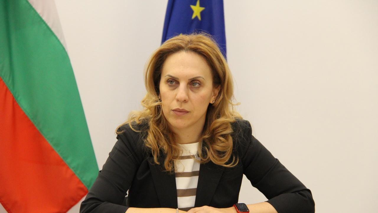 Марияна Николова разговаря с генералния секретар на Организацията за черноморско икономическо сътрудничество