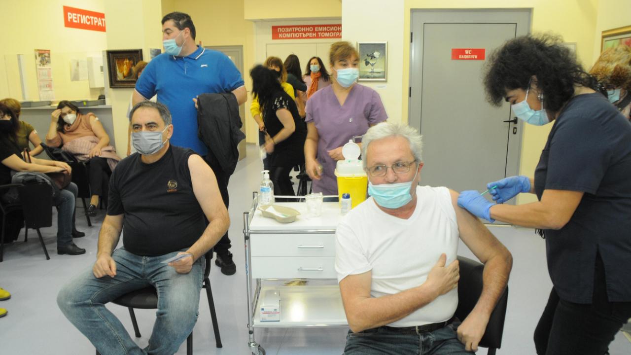 Нова заповед от проф. Ангелов - свързана е с пунктовете за ваксинация