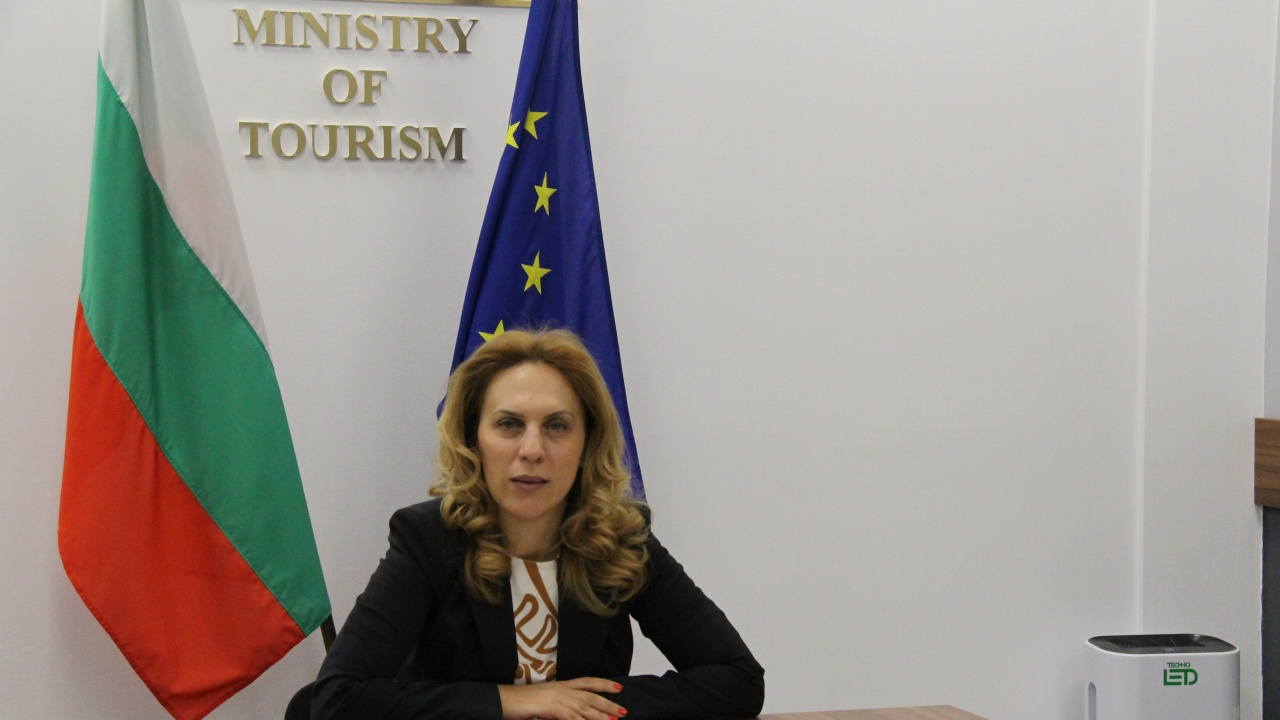 Николова ухажва украинските туристи