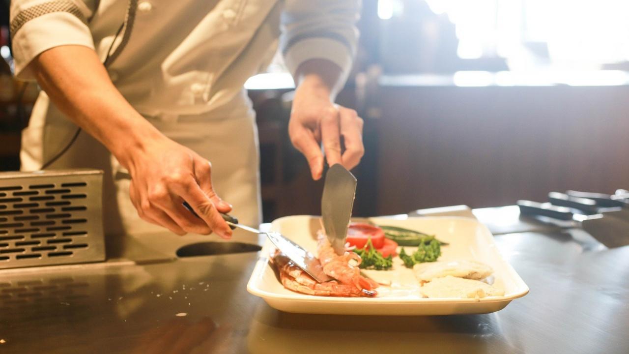 Главният готвач на френския президент напуска Елисейския дворец