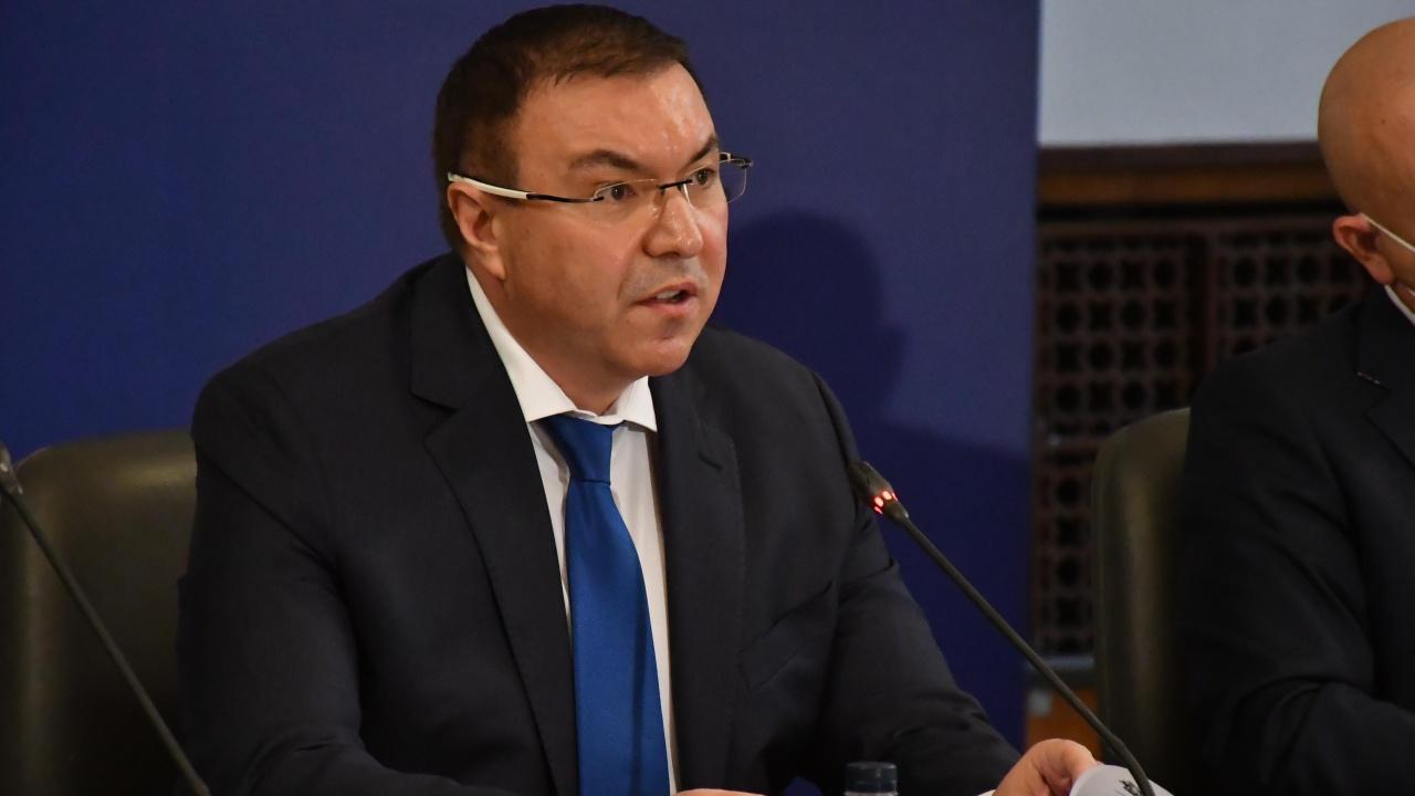 """Здравният министър бесен на """"АстраЗенека"""": Имаме нужда от ваксини, не от учтивост"""