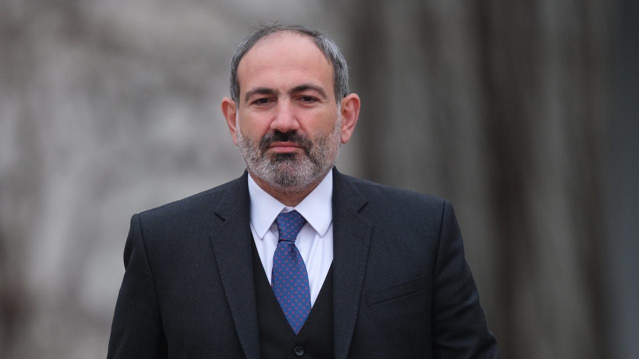 Арменският премиер натири топвоенни