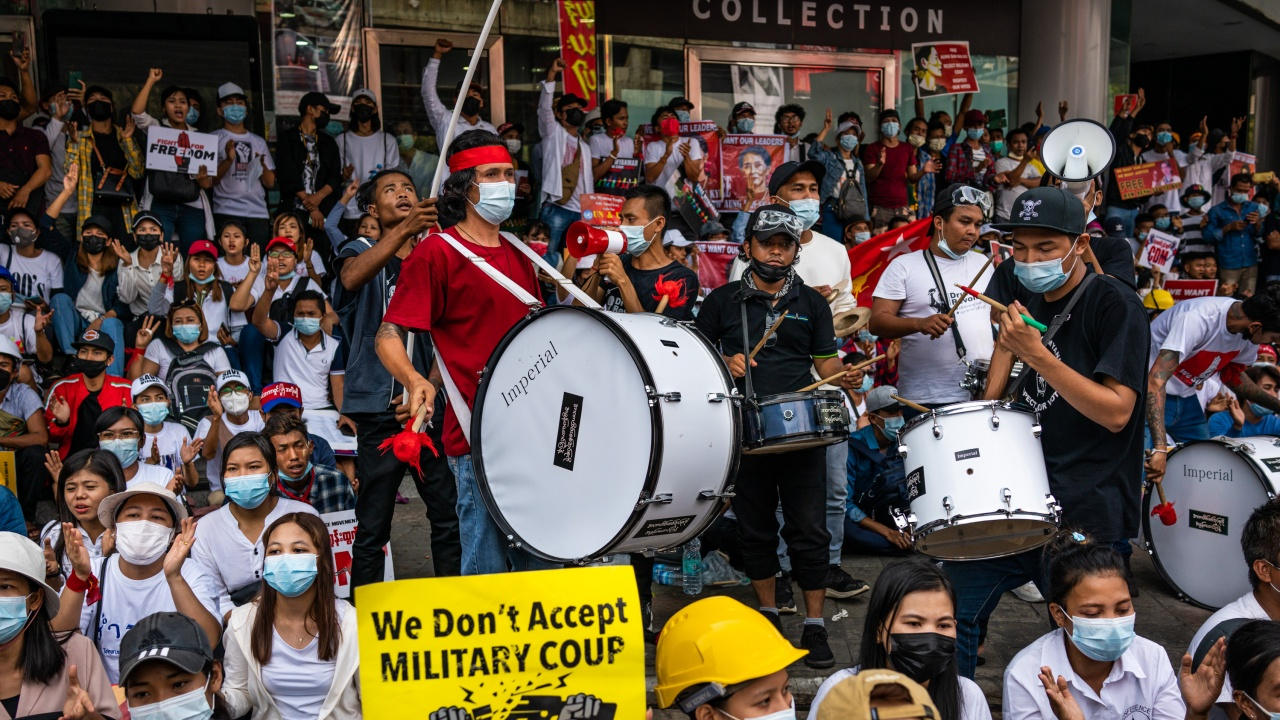 Фейсбук забрани всички профили, свързани с армията на Мианма