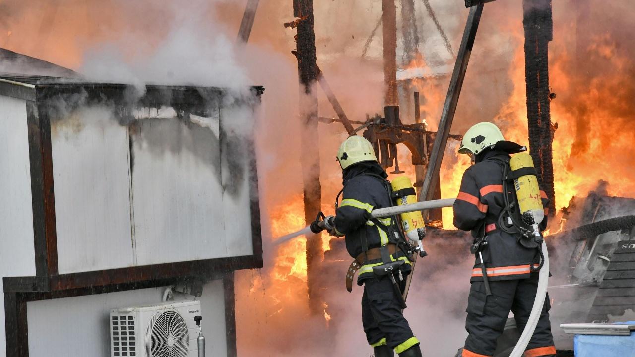 Мъж е с изгаряния след пожар в Момчилград