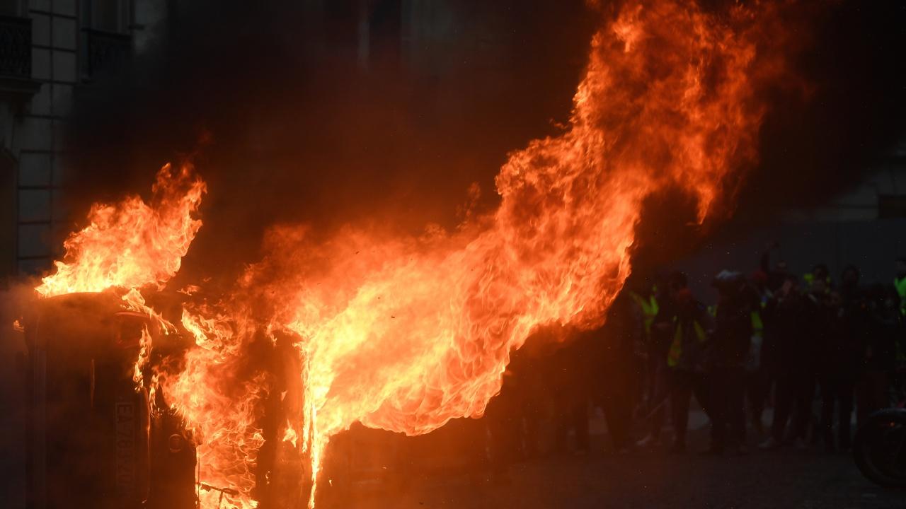 Православна църква горя в Албания