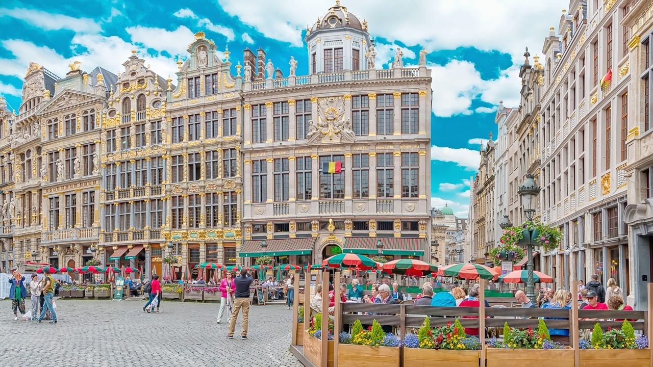 """Италиански ресторант в Брюксел се опакова """"а-ла Кристо"""" за раздяла с клиентите"""