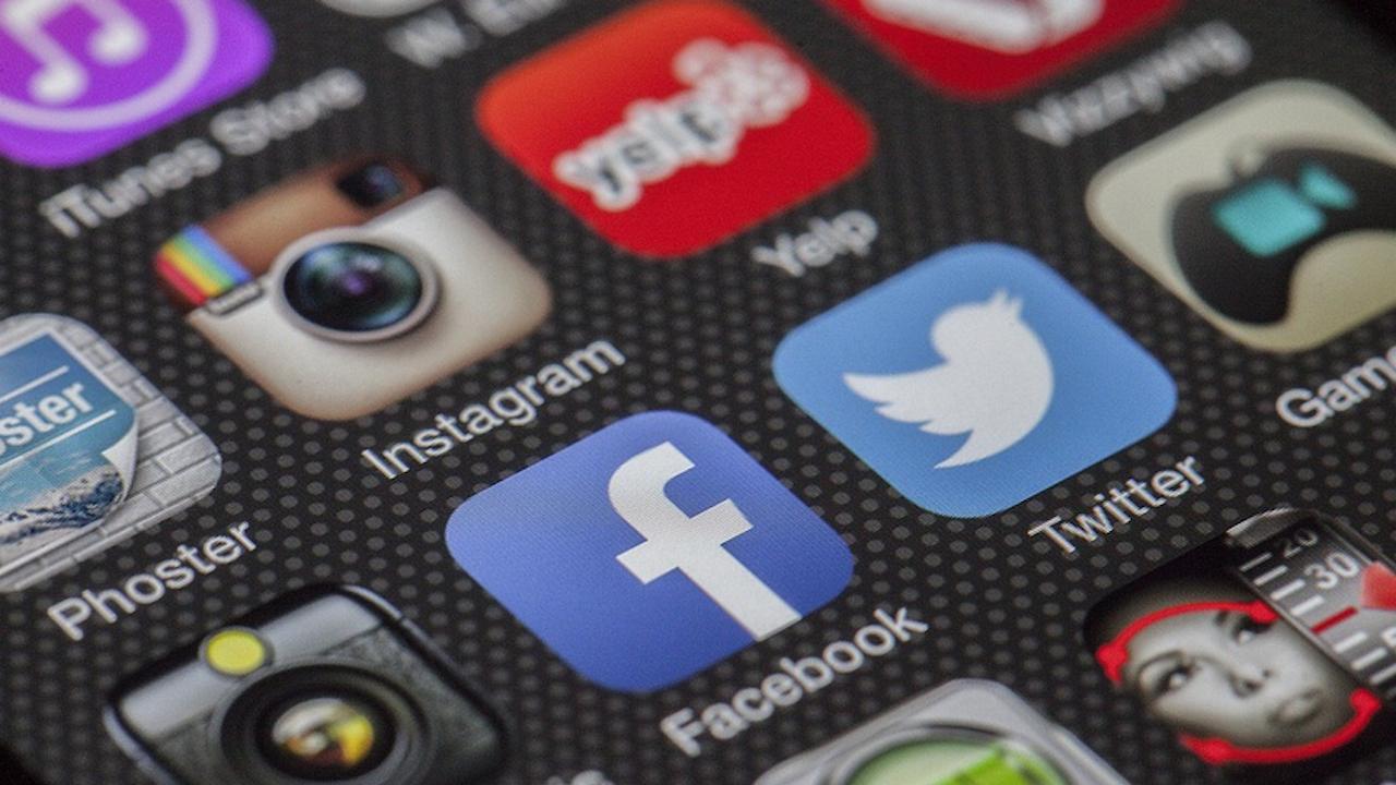 Индия с по-строги правила за Фейсбук и Туитър