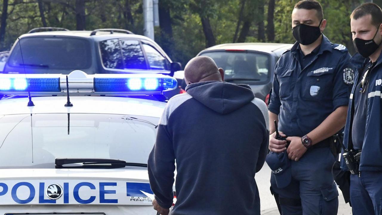 Мотоциклетист избяга с мръсна газ от полицейска проверка