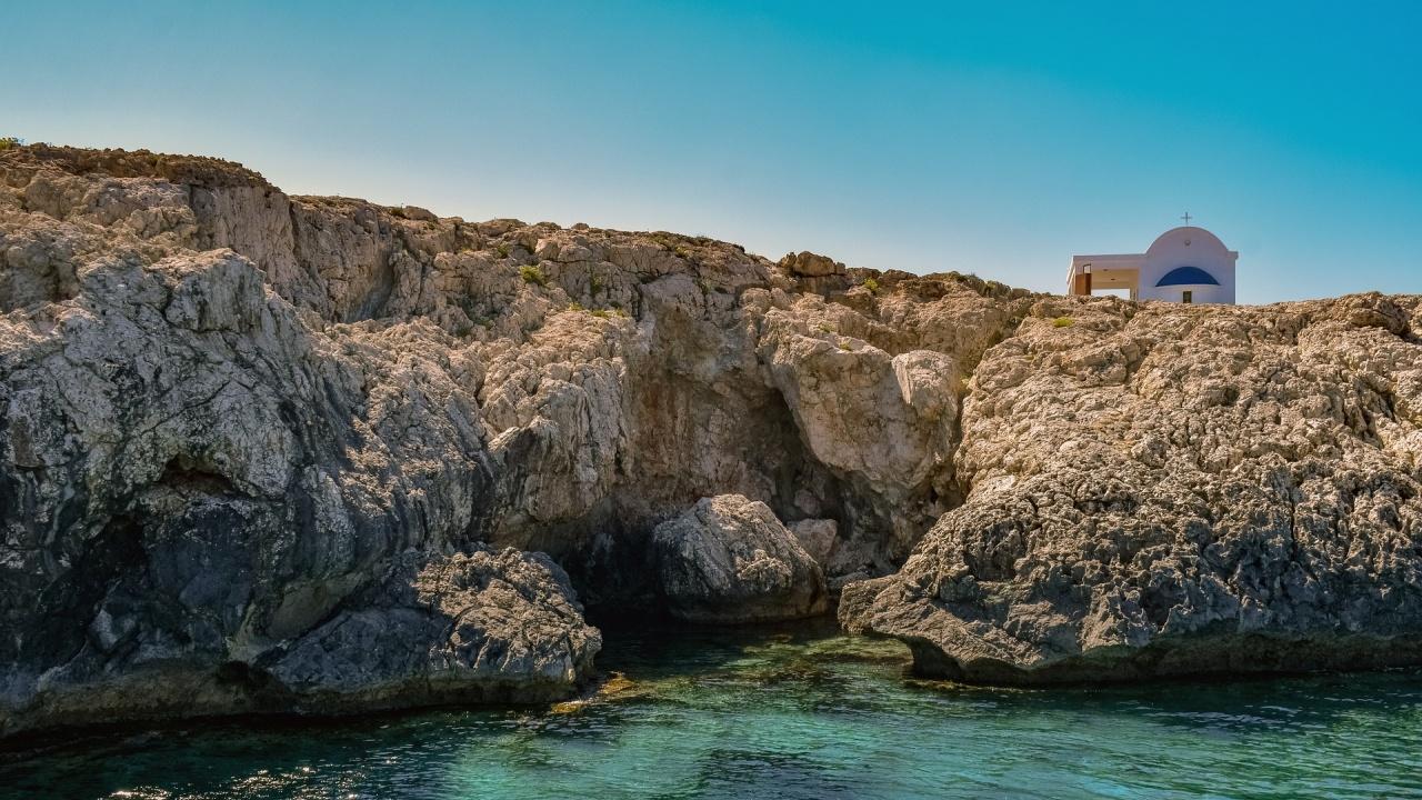 Кипър облекчава частично ограниченията заради коронавируса