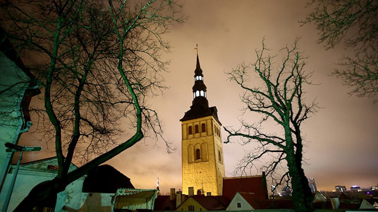 Естония затяга ограниченията заради нарастващия брой заразени с COVID-19