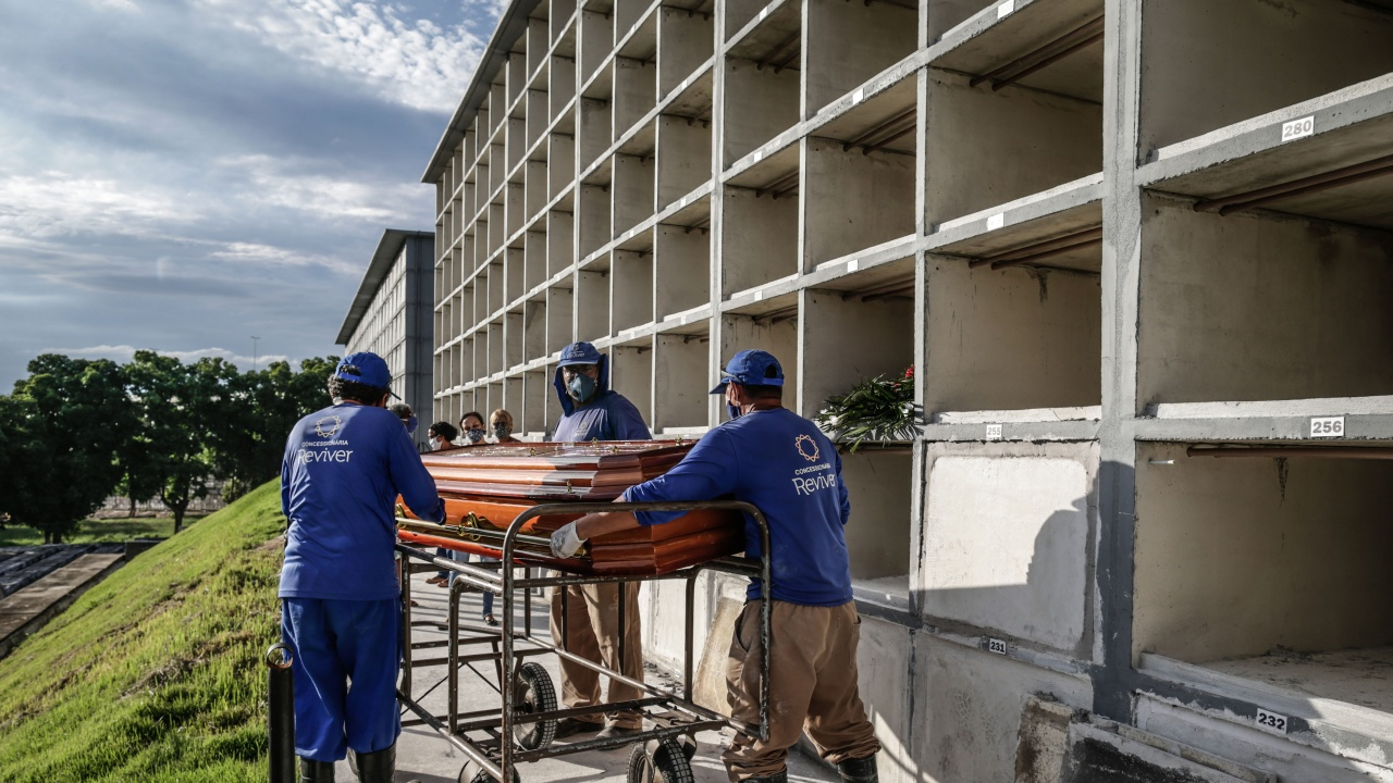 Жертвите на коронавируса в Бразилия надхвърлиха 250 000 души