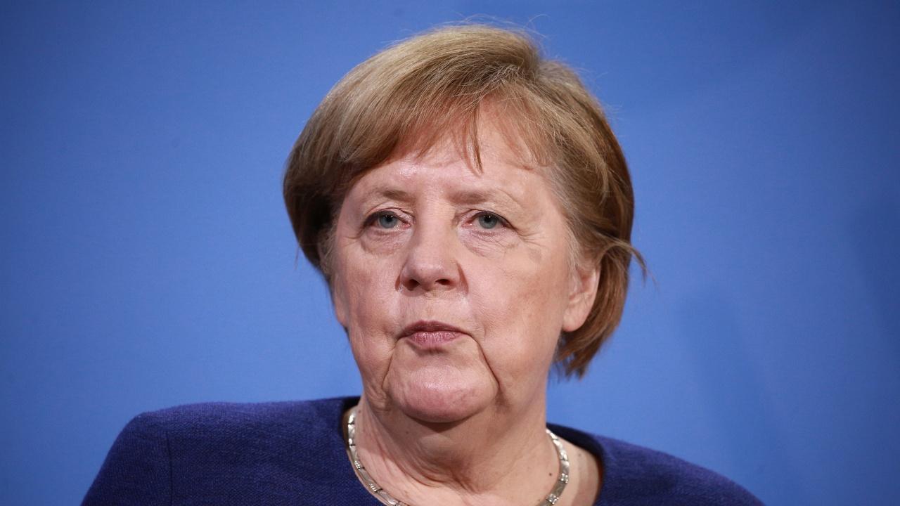 Меркел: Ваксинационните паспорти вероятно ще бъдат налични преди лятото
