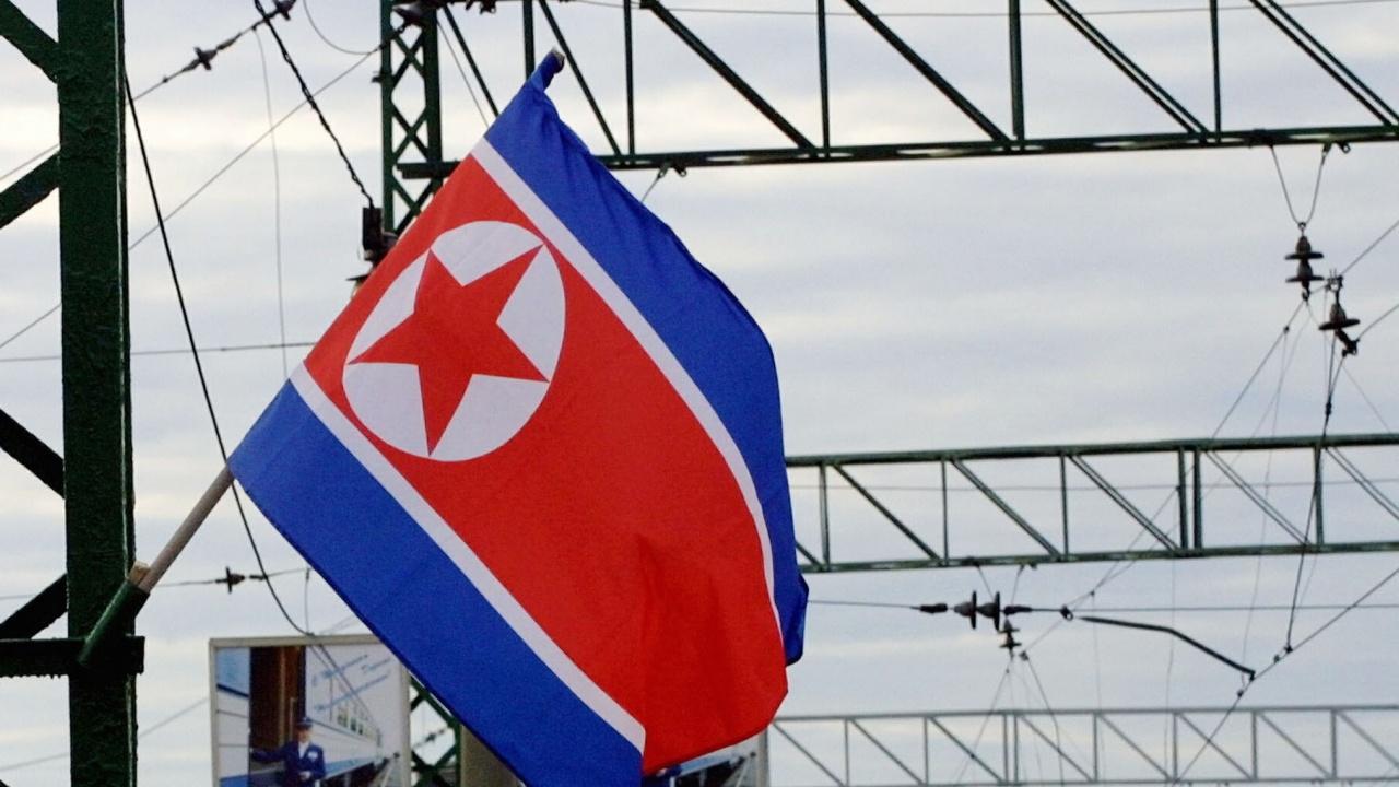 Руски дипломати напуснаха КНДР с ръчна дрезина