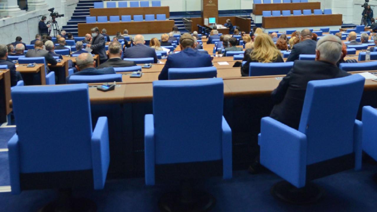 Рокади преди изборите: Депутат напусна БСП, отива при ВМРО