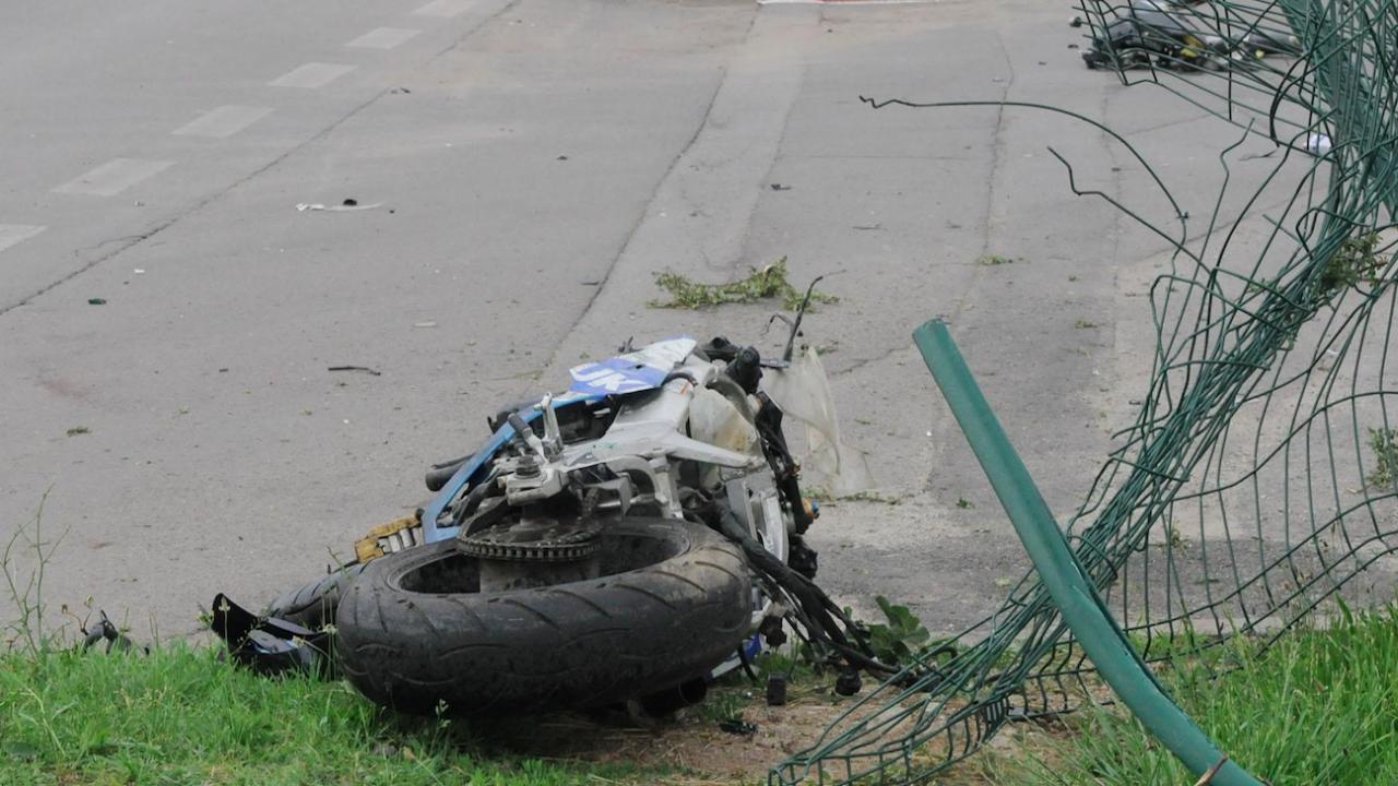 21-годишен мотоциклетист е с опасност за живота след пътен инцидент
