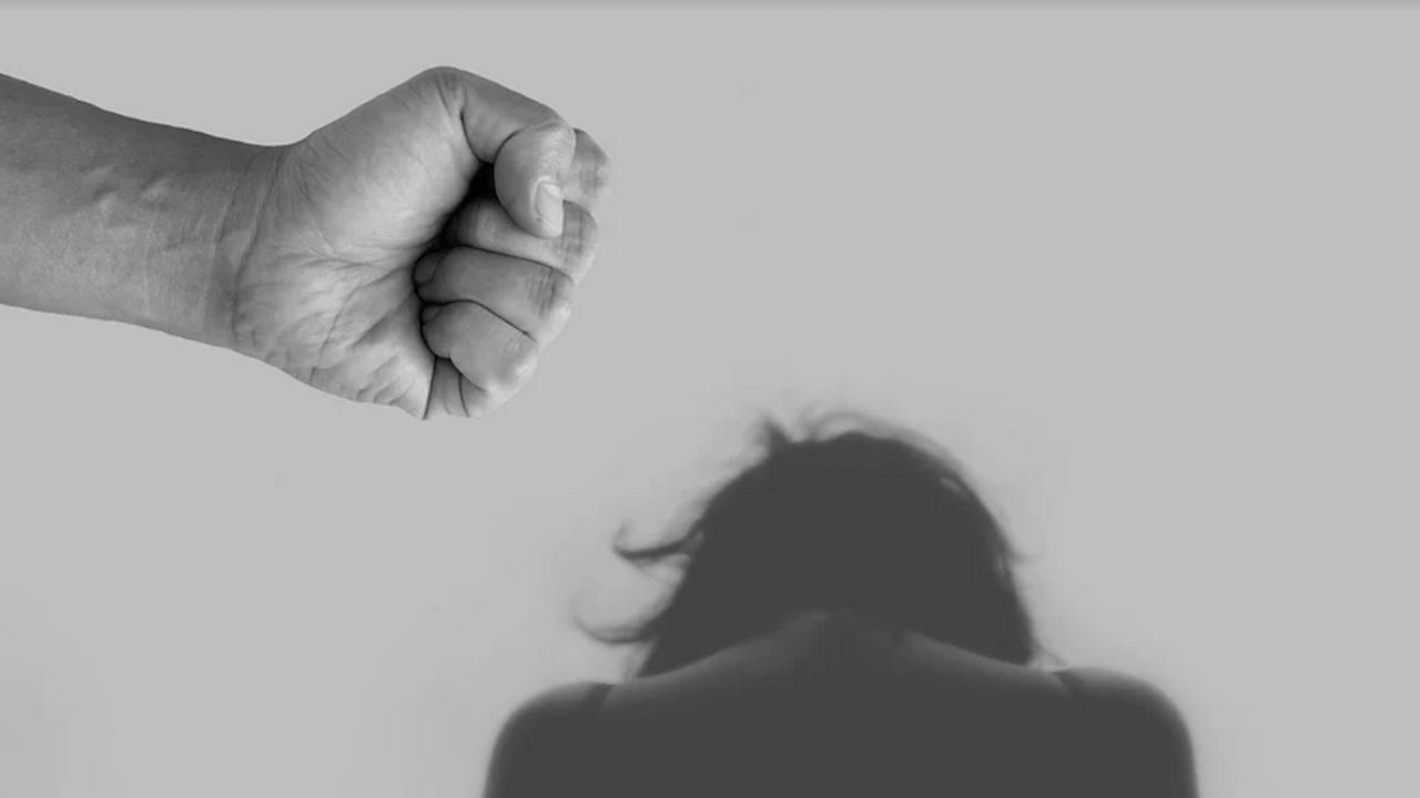 Закопчаха баща, изнасилвал системно 13-годишната си дъщеря