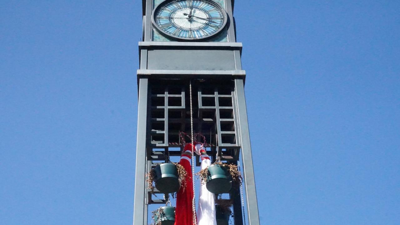 Двуметрова мартеница в Банкя на часовниковата кула