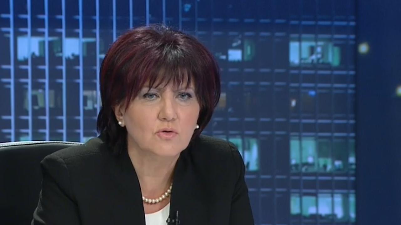 Караянчева: Реденето на листите не е лек процес