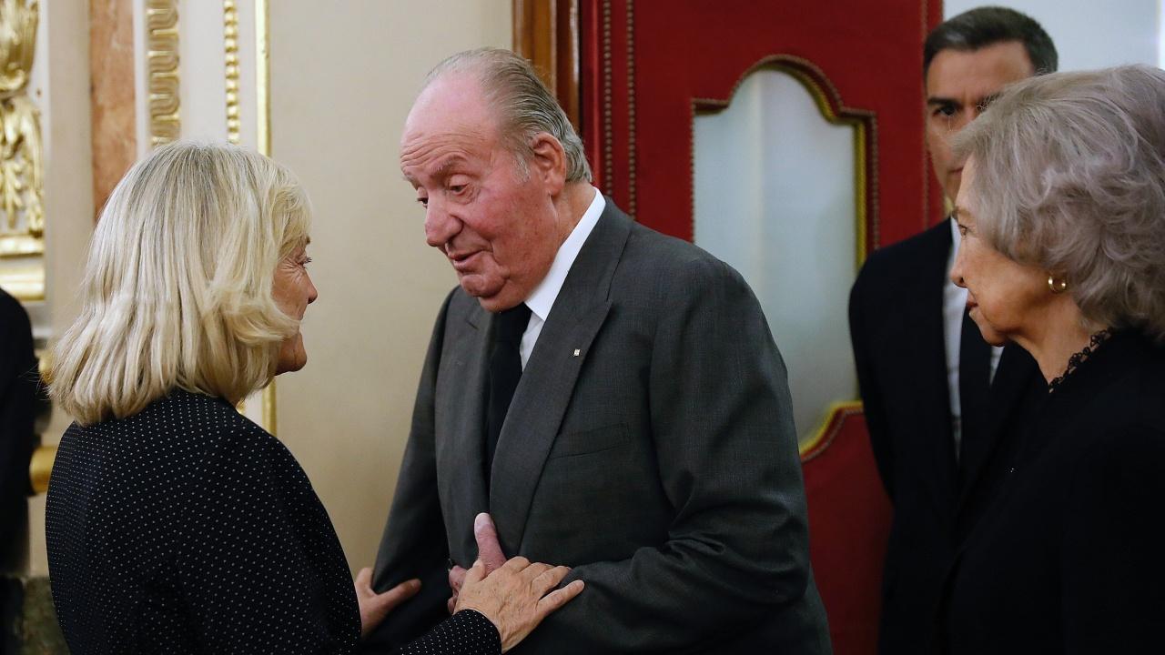 Абдикиралият испански крал Хуан Карлос е взел заем от приятели