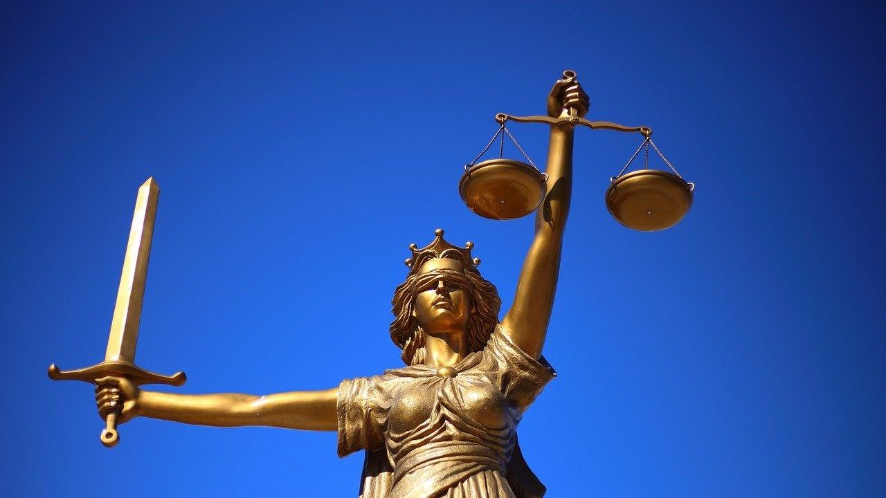 Обвиниха двама мъже за сводничество в Пловдив
