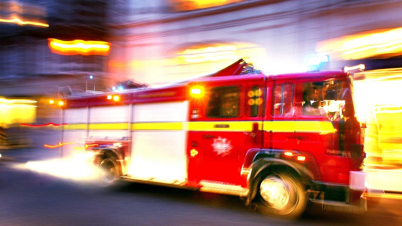 Силен пожар във фабрика в Истанбул