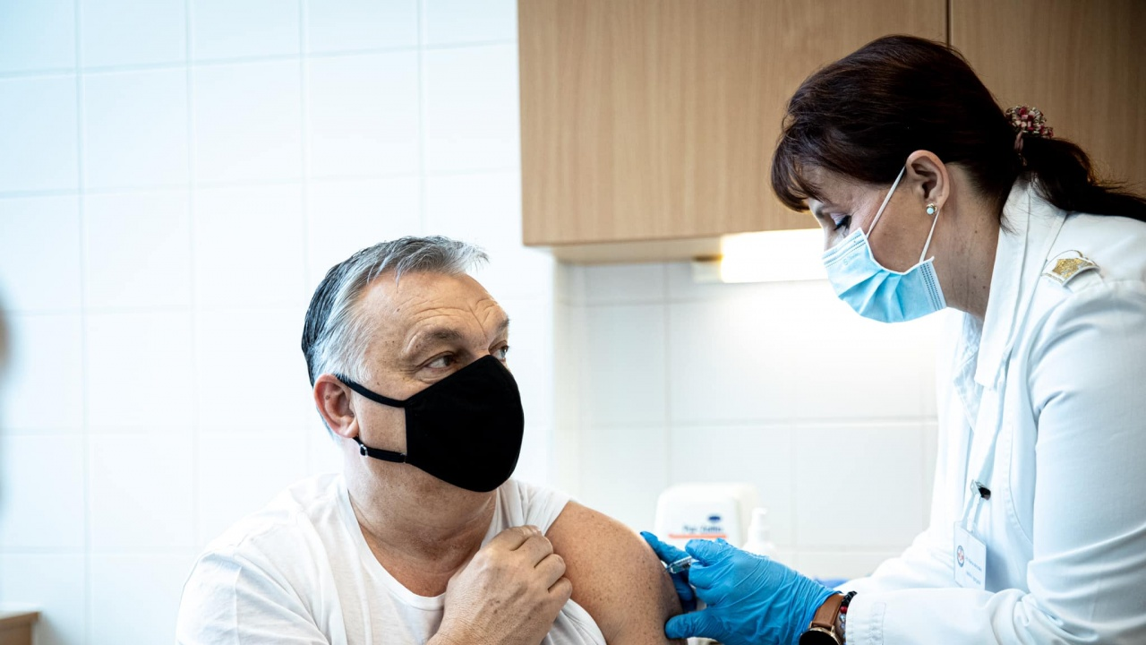 Орбан се ваксинира с китайската ваксина срещу COVID-19