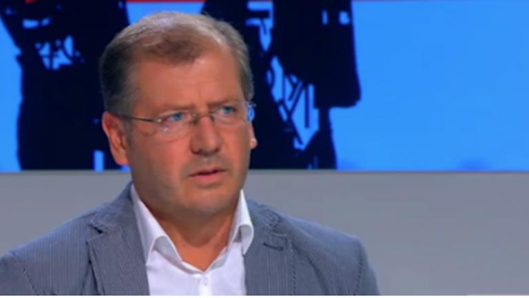 Михаил Екимджиев: Не се надбягваме с вируса, тичаме срещу него