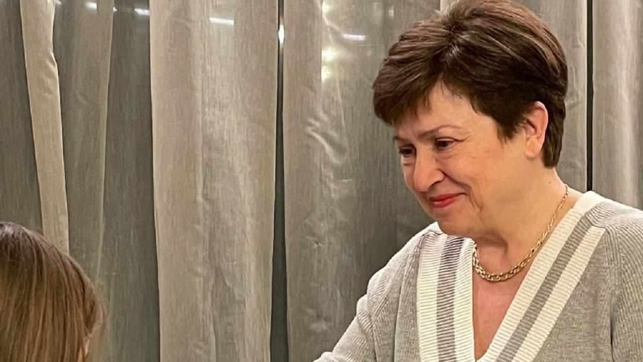 Внучката на Кристалина Георгиева ѝ върза мартеница
