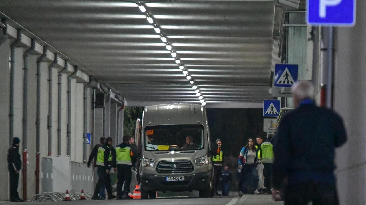 Доставят по осем сухопътни маршрута бюлетините в чужбина