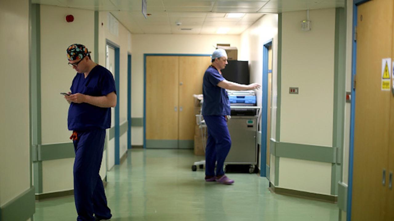Два мобилни екипа имунизират в Ловешко