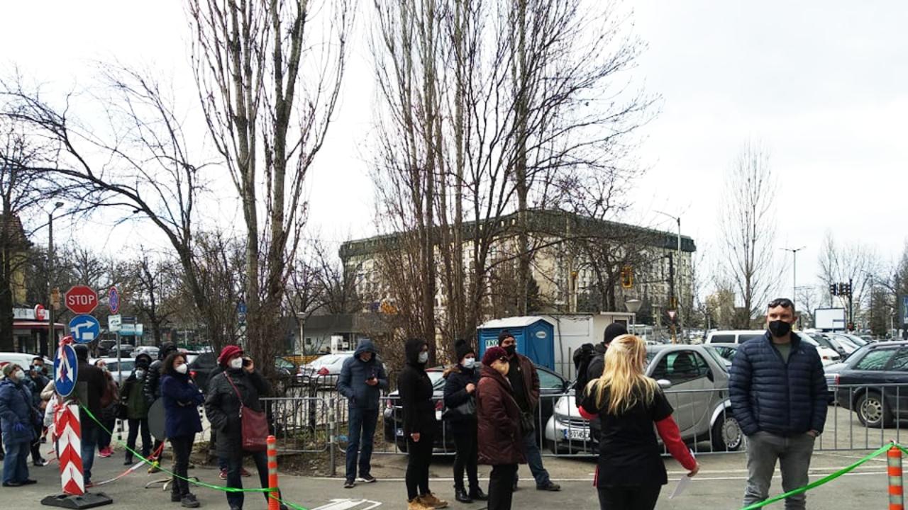 """Опашки пред """"Пирогов"""" за ваксинация срещу COVID-19"""