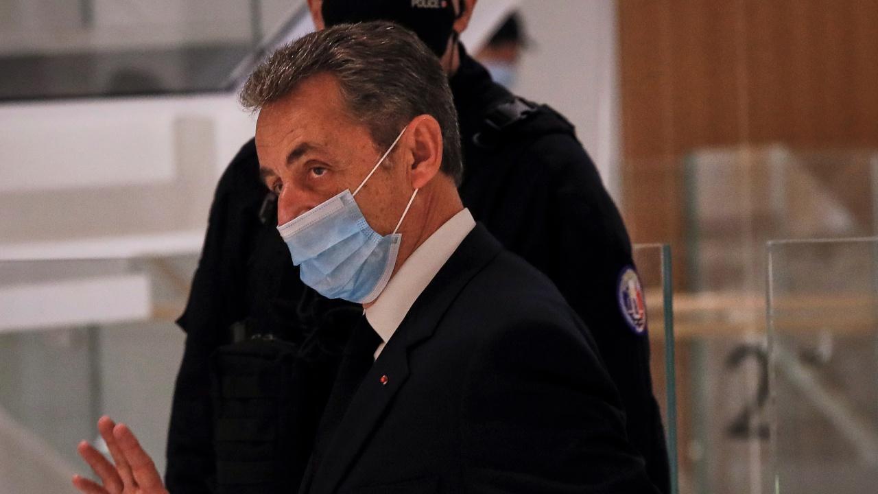 Вкараха Саркози в затвора
