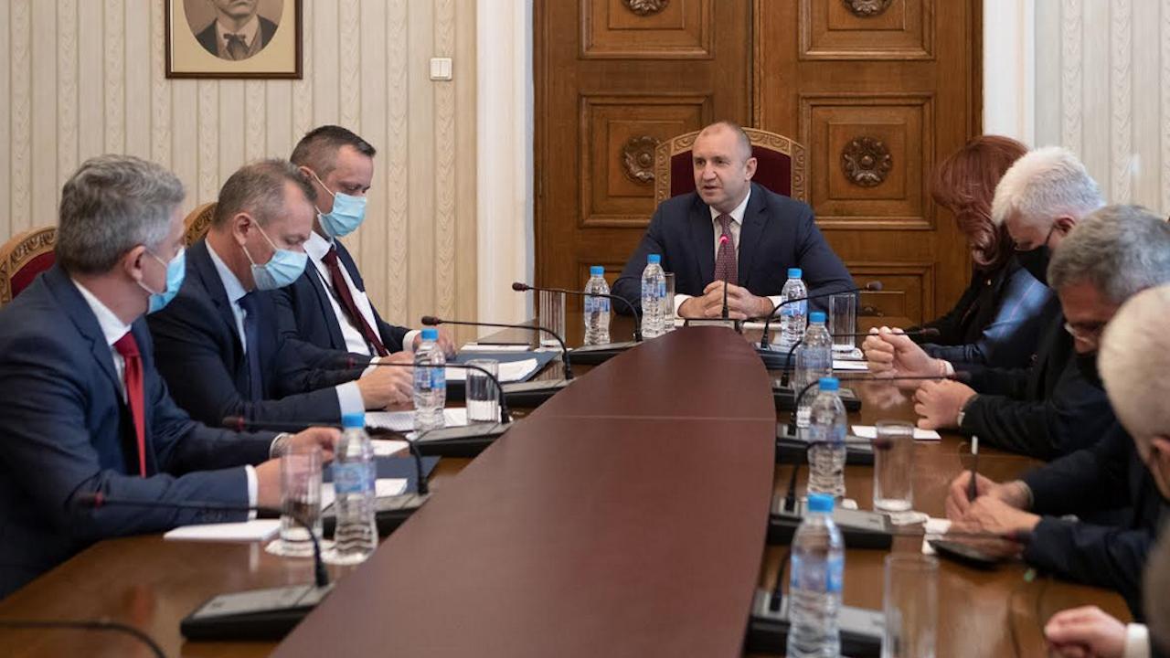 Президентът разговаря с ръководителите на службите за сигурност