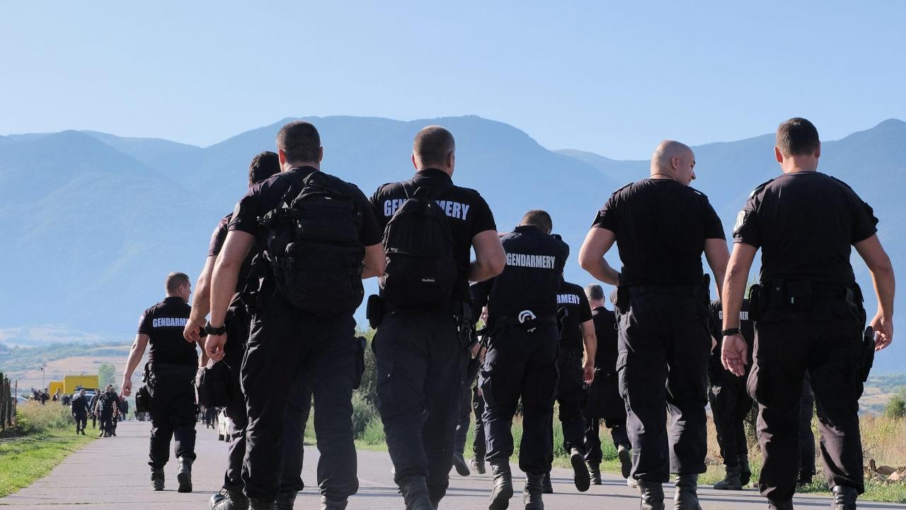 Полицаи обсадиха блока на изчезналия преди седем месеца Янек Миланов от Дупница