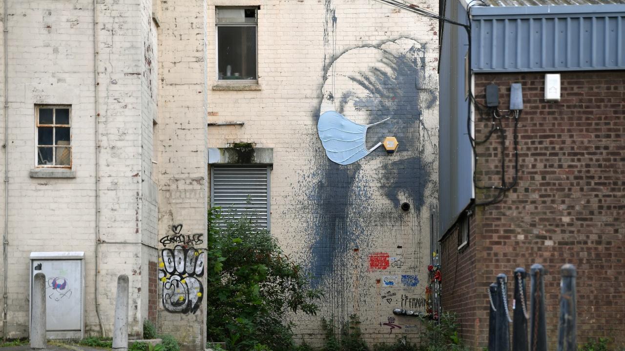 Ново графити на Банкси се появи върху стена на затвор в Англия