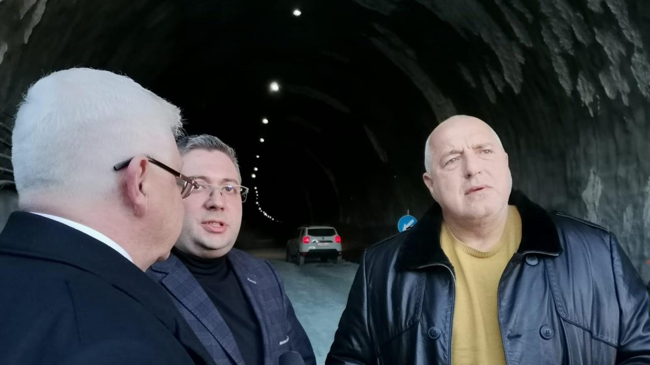 """Борисов инспектира тунел """"Железница"""", съоръжението ще е готово през септември"""