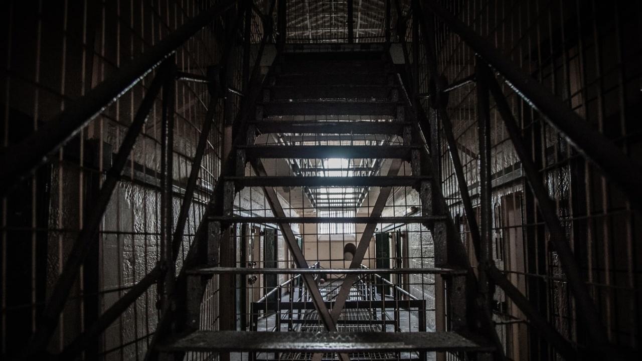 Доживотен затвор за мъж, ограбил и убил съсед в Завет