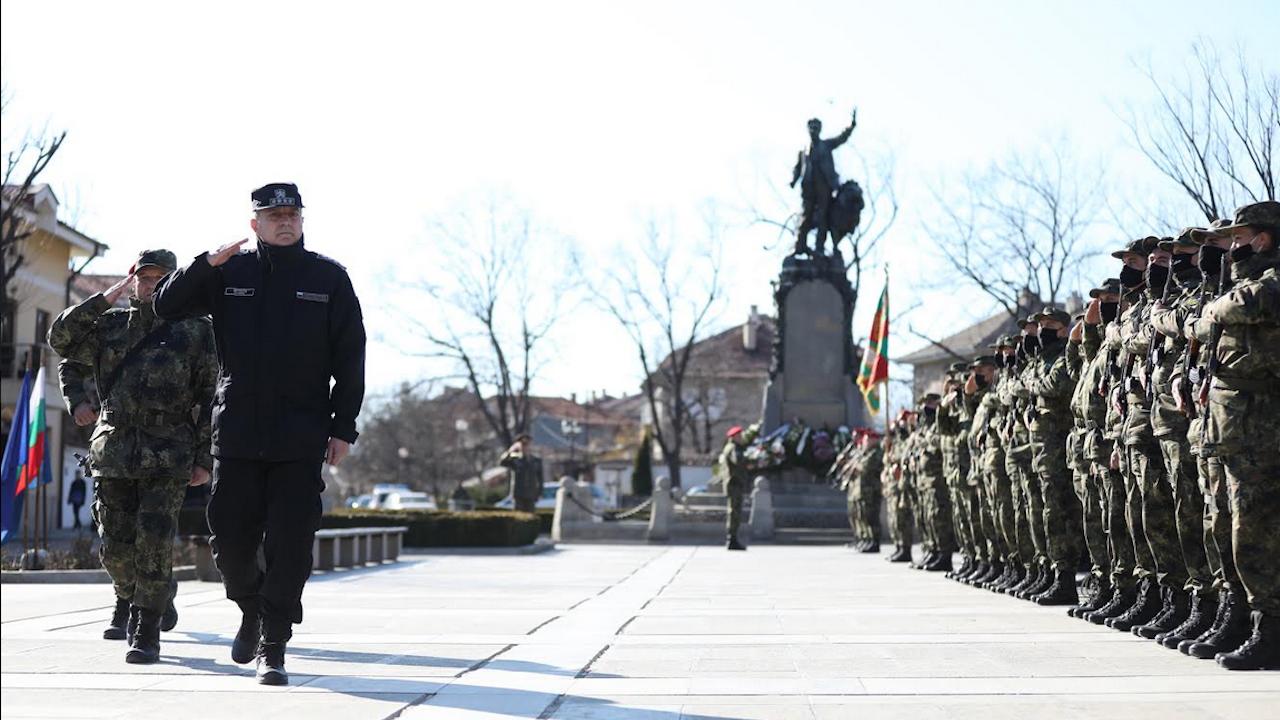 Адмирал Ефтимов изпрати 42-ия български контингент за участие  в мисията на НАТО в Афганистан