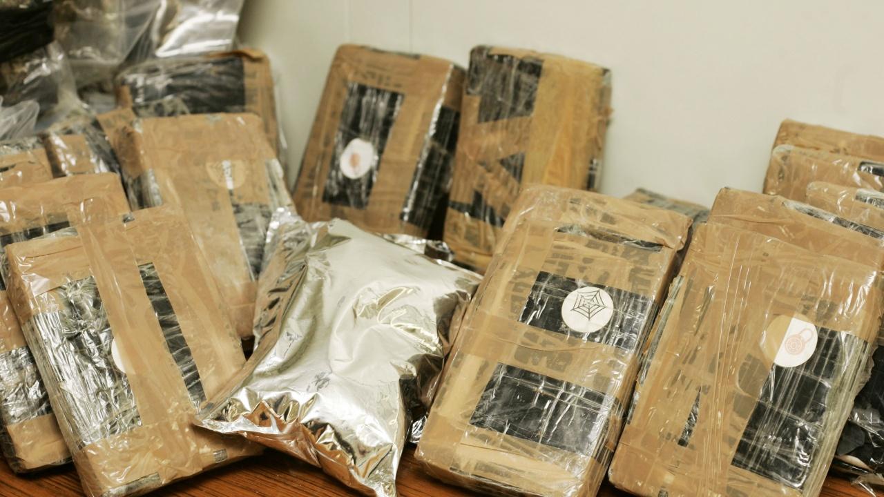 Трима български моряци са арестувани край Южна Африка за наркотрафик