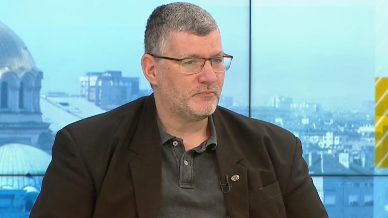 Проф. Момеков: Отпадането на ограниченията не означава, че пандемията я няма