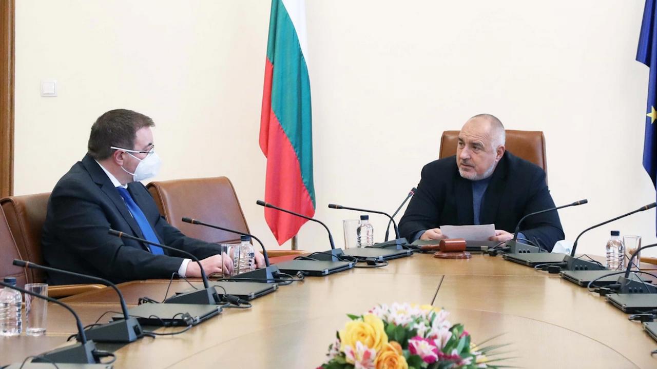 Проф. Ангелов отчете положителна тенденция в справянето с пандемията пред Борисов