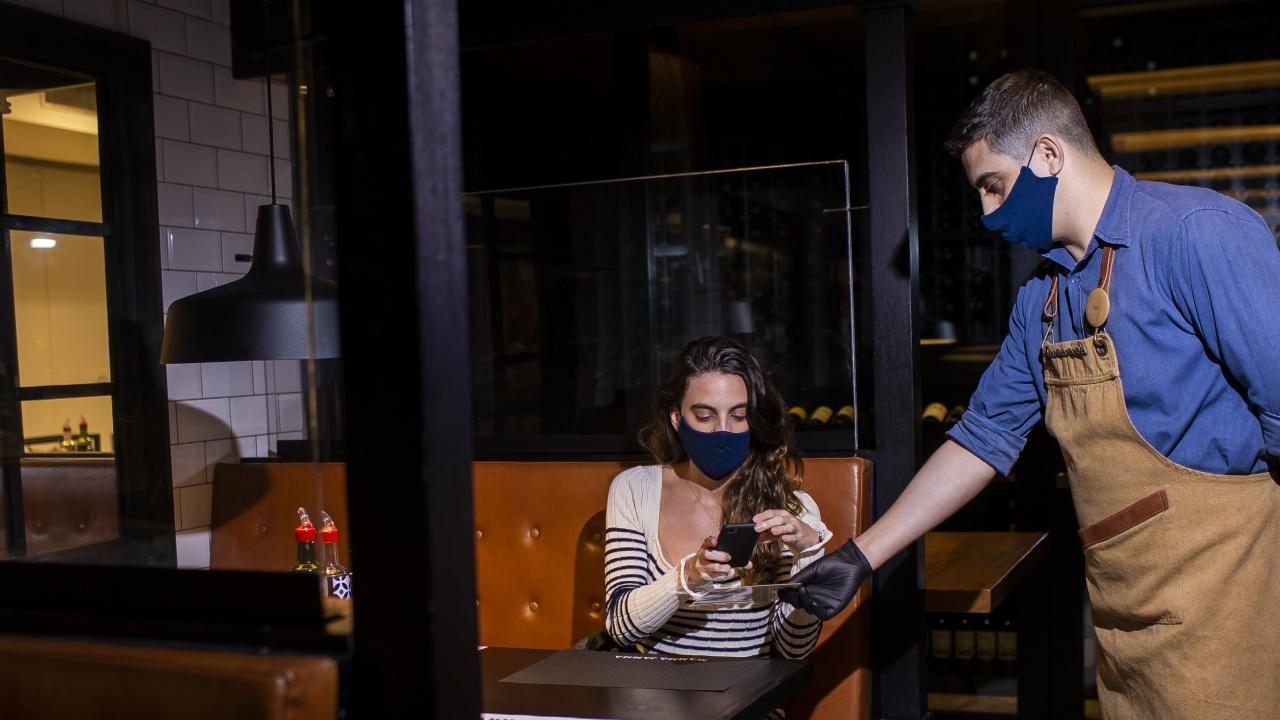 Рио де Жанейро въведе ограничения за работата на ресторантите, баровете и плажовете