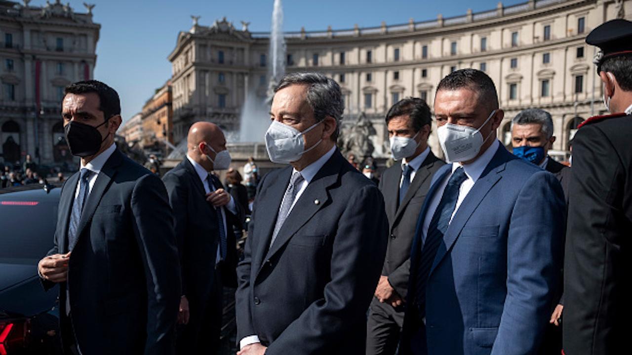 Лидерът на италианската Демократическа партия Никола Дзингарети се оттегли от поста си