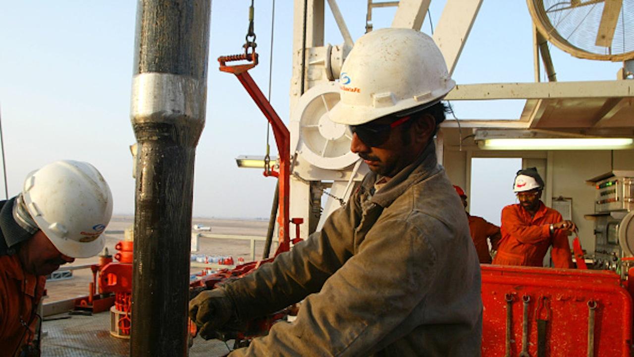 """Петролът поскъпва с 5% след изненадващо решение на """"ОПЕК+"""" да запази производството непроменено"""