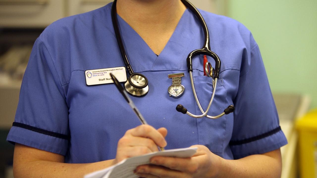Гневни реакции след 1% ръст на заплатите на медицинските работници във Великобритания