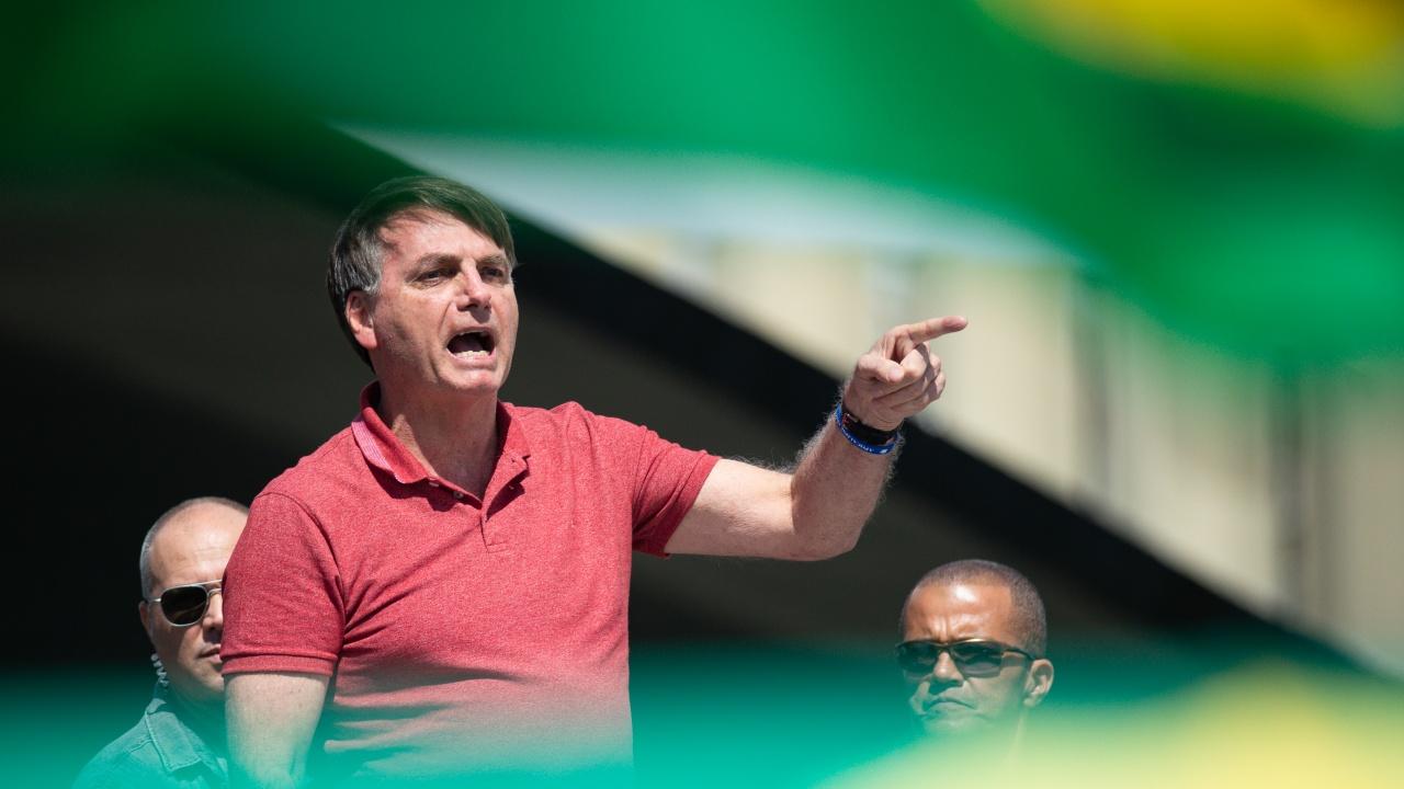 Спрете да хленчите, каза Жаир Болсонаро на бразилците, докато умират по болниците от COVID-19
