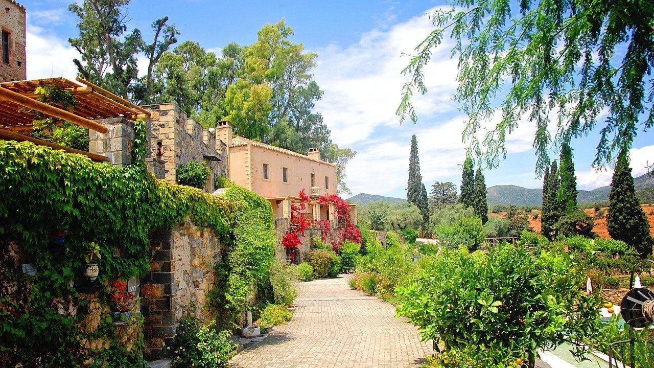 Гръцки хотелиери и ресторантьори искат спешни мерки в подкрепа на бранша