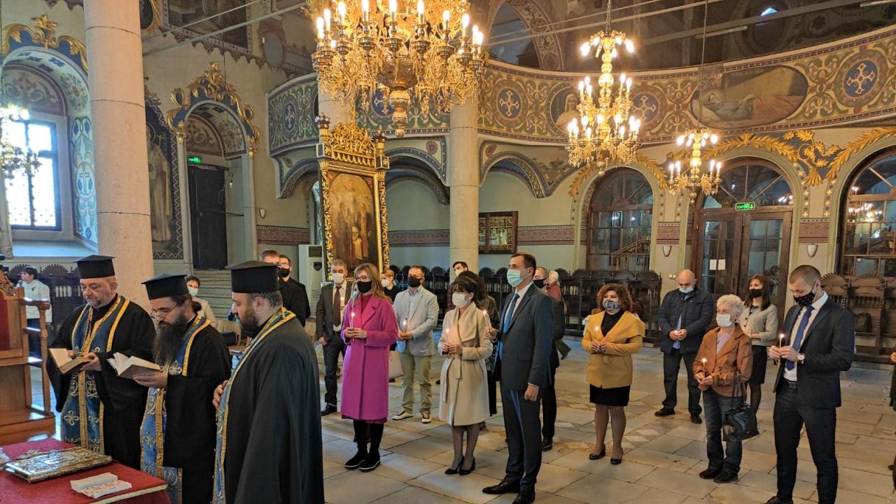 """ГЕРБ-Пазарджик откри предизборната си кампания с молебен в църквата """"Света Богородица"""""""